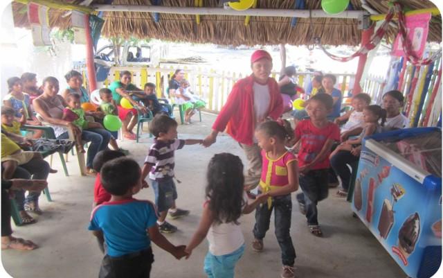 En Apure los padres realizaron carteleras alusivas al día de la familia compartieron con los niños juegos tradicionales