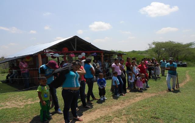 Familias en Tierra Morena participando de juegos tradicionales
