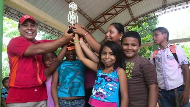 Equipo ganador de la actividad Pro-Niño extremo en San Andrés de Sotavento