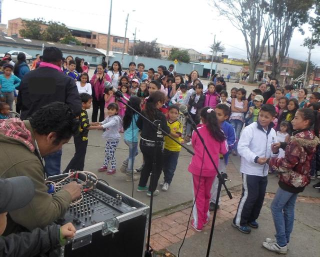 Concurso de baile celebración día de la Familia y contra el trabajo Infantil. En esta foto niños y niñas del programa.